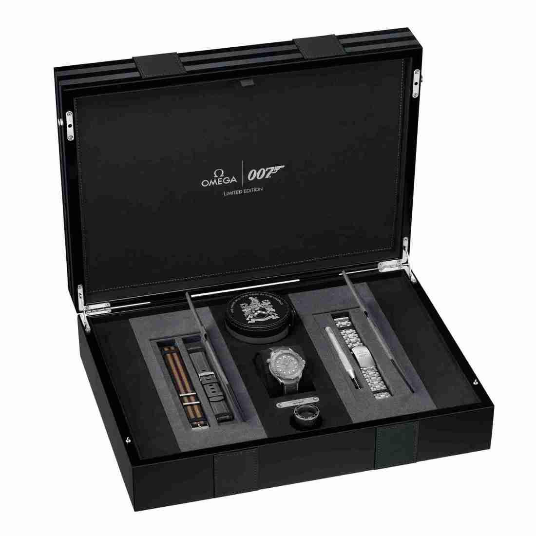 Réplicas de Relojes Omega Seamaster Professional 300M 007 Platino Edición especial para Navidad 3