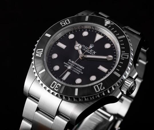 Presentamos el reloj réplica Rolex Submariner con esfera negra Oystersteel 41mm 124060 1